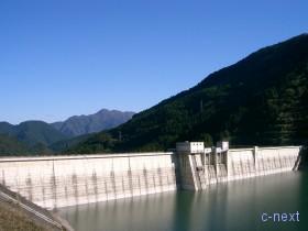 [写真]ダム入口付近から
