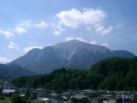 [写真]札所7番から見た武甲山