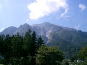 [写真]札所8番から見た武甲山