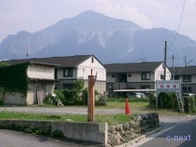 [写真]駐車場と武甲山