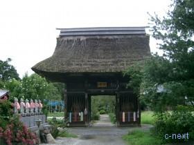 [写真]茅葺きの山門
