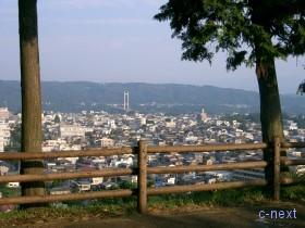 [写真]見晴らしの丘の「あの花」風景