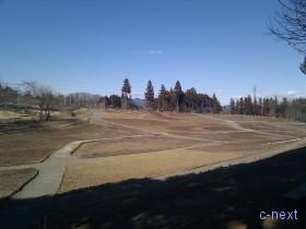 [写真]春を待つ丘