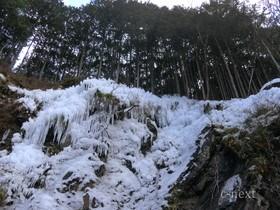 [写真]近くから見た氷柱