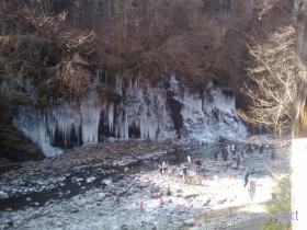 [写真]氷柱と荒川