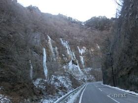 [写真]手前から見た氷壁