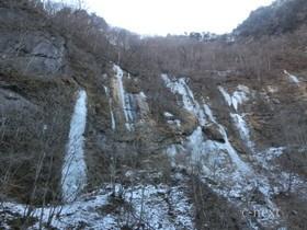 [写真]中津川の氷壁