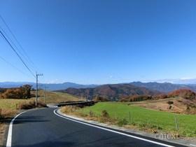 [写真]秋の高原牧場道路