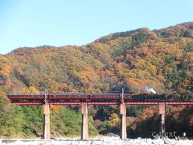 [写真]荒川橋梁(親鼻鉄橋)を渡るSL
