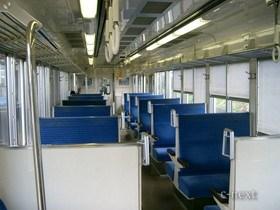 [写真]4000系電車の車内