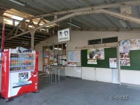 [写真]影森駅舎入口
