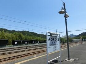 [写真]2・3番線ホームの駅名板