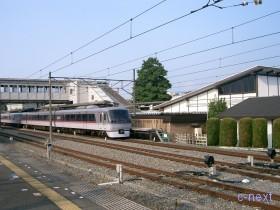 [写真]西武秩父駅停車中の特急