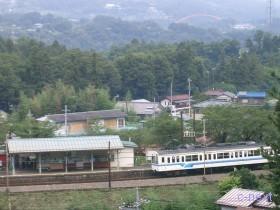 [写真]浦山口駅と1000系電車