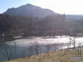 [写真]姿の池と武甲山