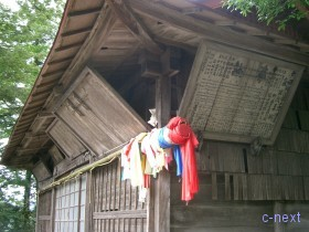 [写真]軒下に飾られている龍勢